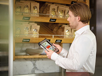 Inventur Gastronomie Software Hardware Softwarelösung COSYS mobile Datenerfassung Barcode Scan